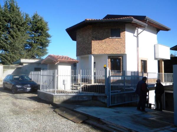 Villa in vendita a Gallarate, 4 locali, prezzo € 300.000 | CambioCasa.it