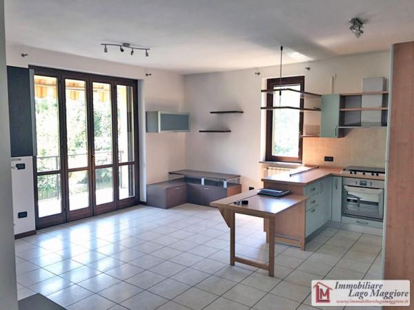 Appartamento in vendita a Ispra, 3 locali, prezzo € 139.000 | Cambio Casa.it