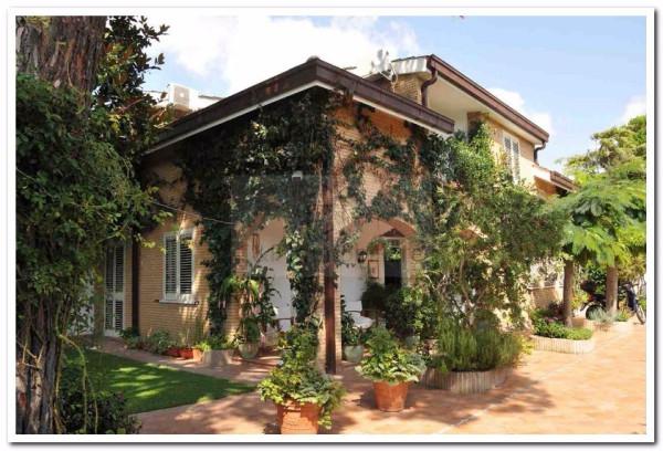 Villa in vendita a Fiumicino, 6 locali, prezzo € 740.000 | Cambio Casa.it