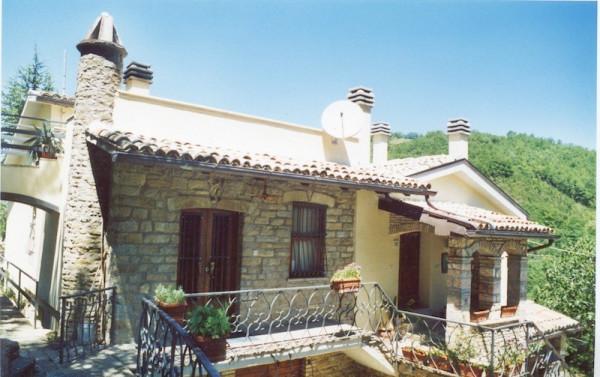Villa in vendita a Valtopina, 6 locali, prezzo € 248.000 | Cambio Casa.it