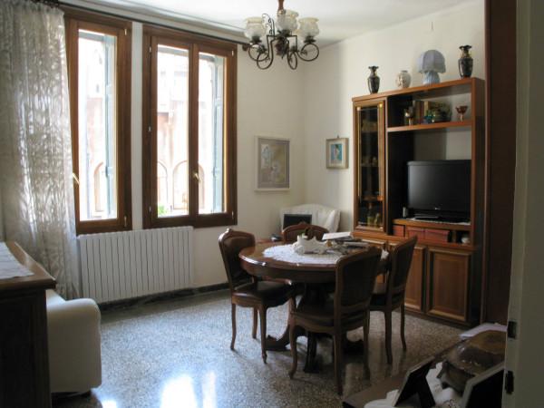 Appartamento in vendita a Venezia, 6 locali, zona Zona: 2 . Santa Croce, prezzo € 470.000 | Cambio Casa.it