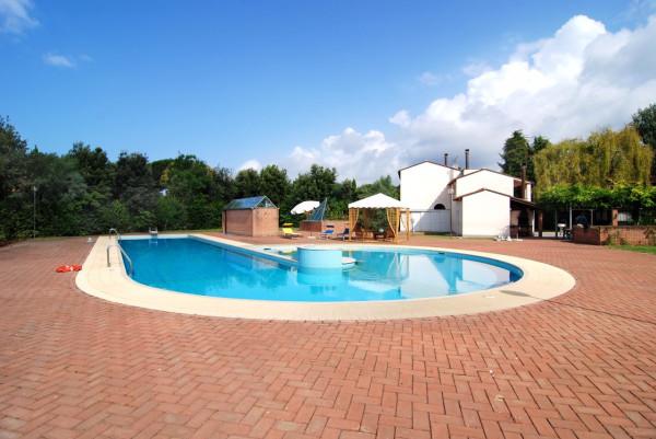 Villa in Vendita a Pietrasanta Semicentro: 4 locali, 300 mq