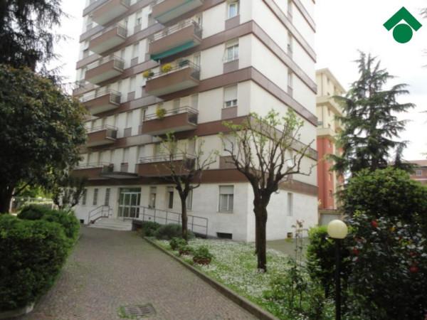 Bilocale Milano Via Angelo Inganni, 103 12