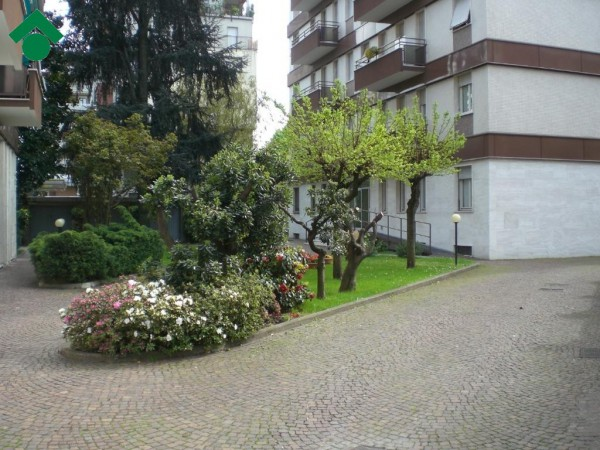Bilocale Milano Via Angelo Inganni, 103 4