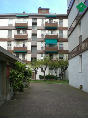 Bilocale Milano Via Angelo Inganni, 103 6