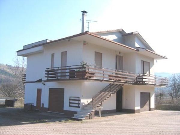 Villa in vendita a Colledara, 6 locali, prezzo € 153.000 | Cambio Casa.it