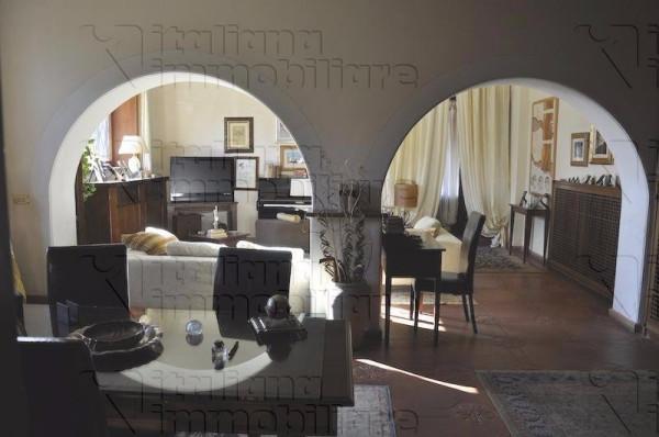 Villa in vendita a Quarrata, 6 locali, prezzo € 650.000 | Cambio Casa.it