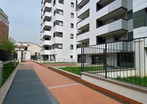 Bilocale Milano Via Legnone 8