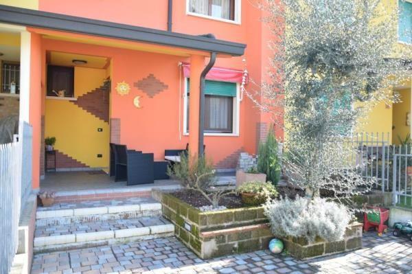 Villa a Schiera in vendita a Carmignano di Brenta, 5 locali, prezzo € 190.000 | Cambio Casa.it