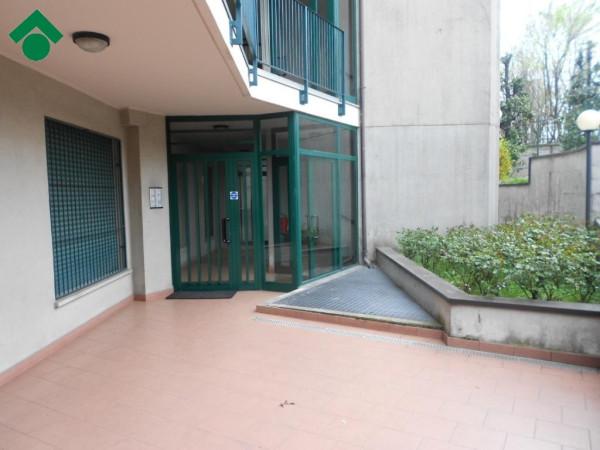 Bilocale Milano Via Mahatma Gandhi 10