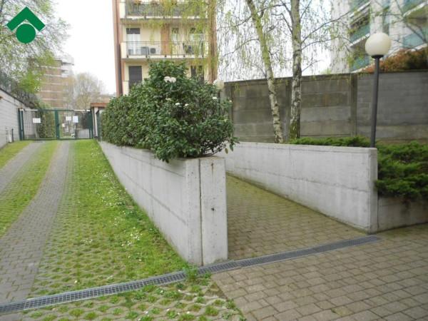 Bilocale Milano Via Mahatma Gandhi 8