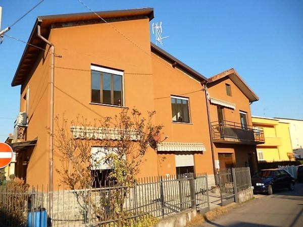 Appartamento in vendita a Cardano al Campo, 2 locali, prezzo € 70.000 | Cambio Casa.it