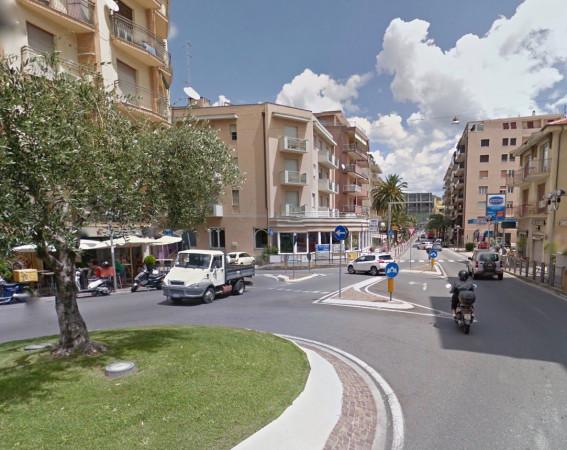 Bilocale Pietra Ligure Corso Italia 1