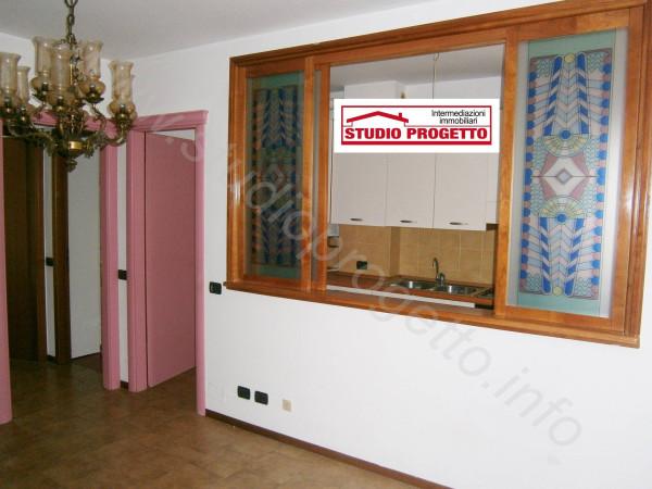 Bilocale Cantù Via Piemonte 6