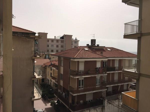 Appartamento in vendita a Bordighera, 4 locali, prezzo € 220.000 | Cambio Casa.it