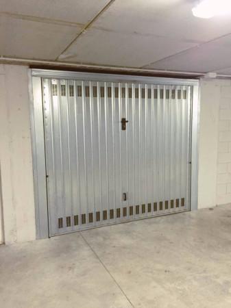 Garage - autosilos - parcheggio in affitto a Mariano Comense (CO)