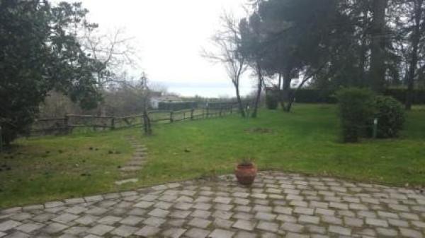 Villa in vendita a Gradoli, 6 locali, prezzo € 249.000 | CambioCasa.it