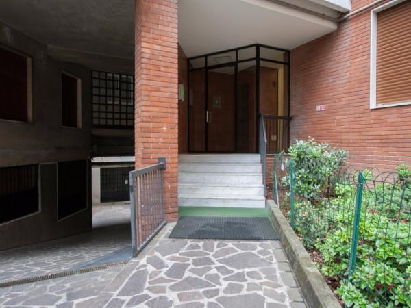 Bilocale Milano Via Pompeo Cambiasi 10