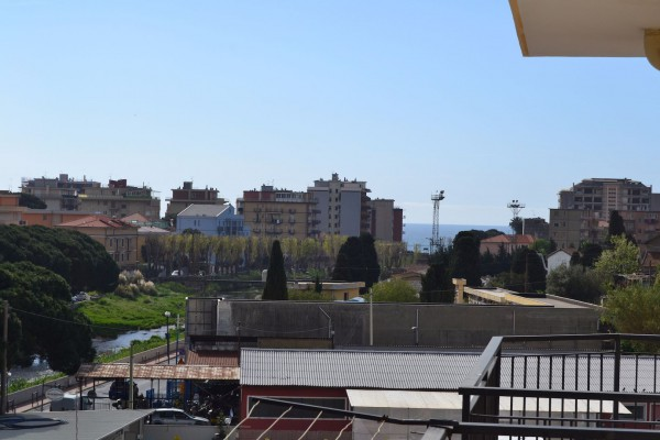 Bilocale Pietra Ligure Via Lombardia 6