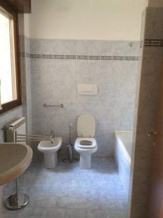 Bilocale Carate Brianza Via Cazzaniga Arturo 11