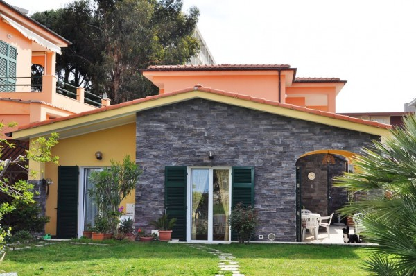 Villa in Vendita a Santo Stefano Al Mare Centro: 3 locali, 85 mq