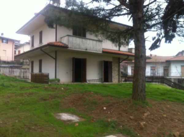 Villa in vendita a Sorisole, 4 locali, prezzo € 450.000 | Cambio Casa.it
