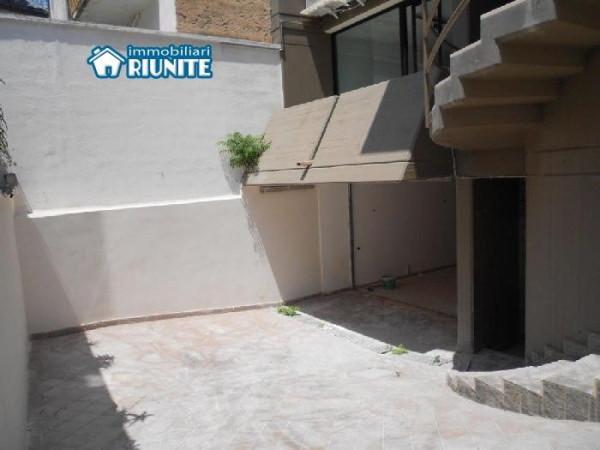 Bilocale Bari Via Pietro Colletta 10