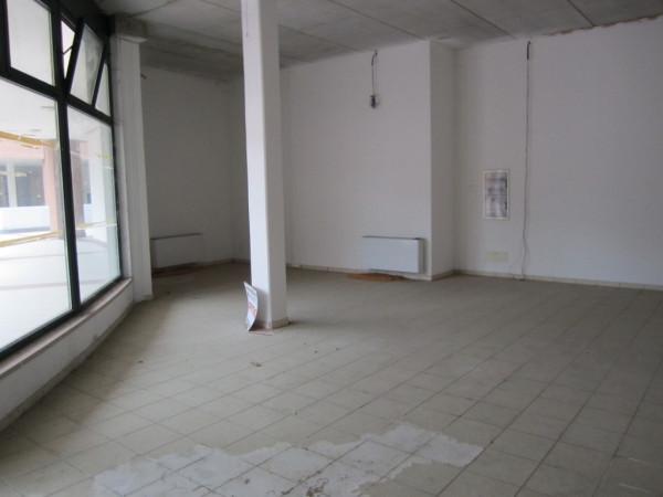 Negozio / Locale in affitto a Verona, 2 locali, zona Zona: 8 . San Michele, prezzo € 1.100 | Cambio Casa.it