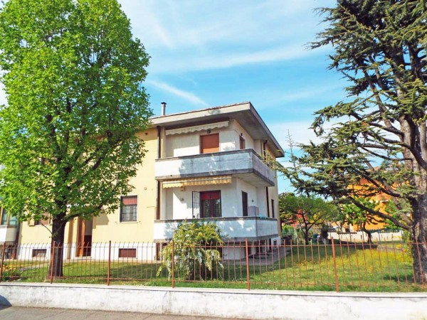 Appartamento in vendita a Ghedi, 3 locali, prezzo € 110.000 | CambioCasa.it