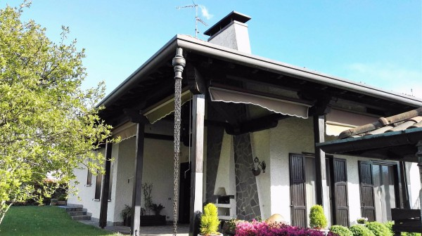 Villa in vendita a Samarate, 6 locali, prezzo € 425.000 | Cambio Casa.it