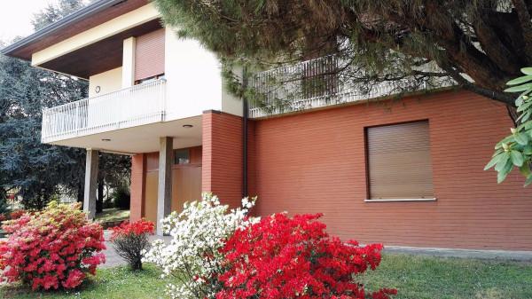 Villa in vendita a Cardano al Campo, 6 locali, prezzo € 495.000 | Cambio Casa.it