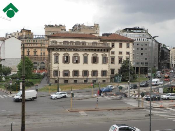 Bilocale Milano Piazza Santo Stefano 2