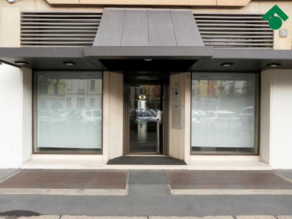 Bilocale Milano Piazza Santo Stefano 4