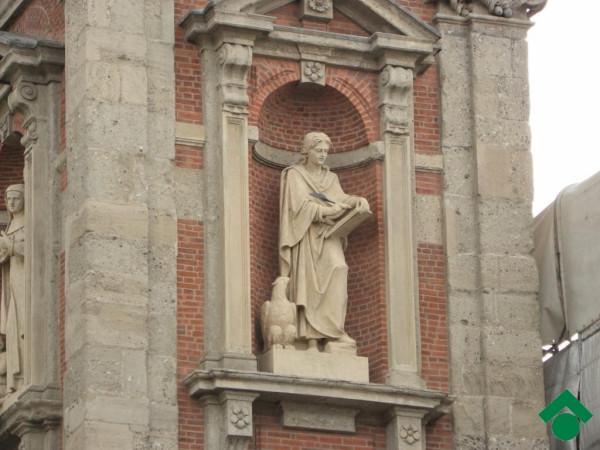 Bilocale Milano Piazza Santo Stefano 8