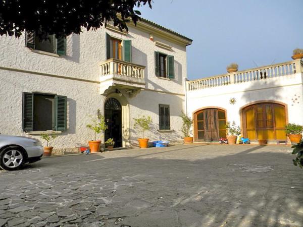 Villa in Vendita a Cascina Centro: 5 locali, 400 mq