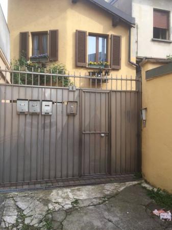 Bilocale Carate Brianza Via Alessandro Volta 1