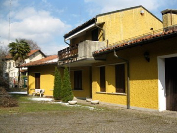 Villa in vendita a Marchirolo, 6 locali, prezzo € 310.000 | Cambio Casa.it