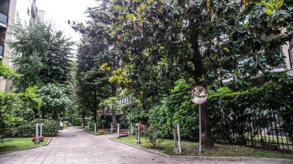 Bilocale Milano Via Rembrandt 11
