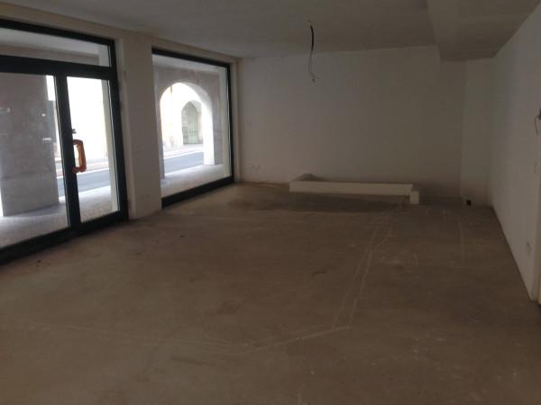 Negozio / Locale in vendita a Salò, 1 locali, prezzo € 270.000 | Cambio Casa.it