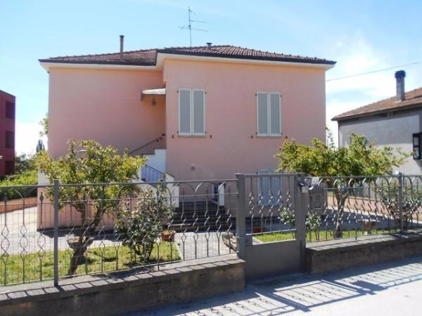 Villa in vendita a Foligno, 6 locali, prezzo € 290.000   Cambio Casa.it