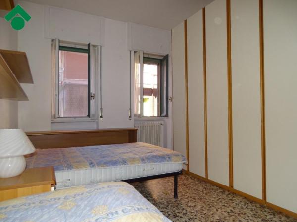 Bilocale Milano Via Dolomiti, 11 4