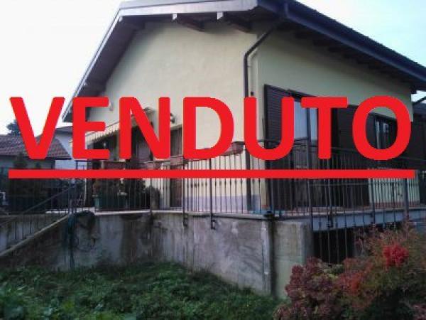 Villa a Schiera in vendita a Besano, 4 locali, prezzo € 310.000 | Cambio Casa.it