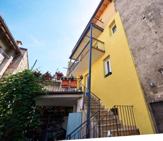 Appartamento in vendita a Brenzone, 3 locali, prezzo € 238.000 | CambioCasa.it
