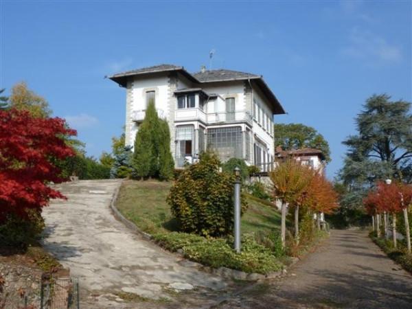 Villa in vendita a Venegono Inferiore, 6 locali, prezzo € 850.000 | Cambio Casa.it