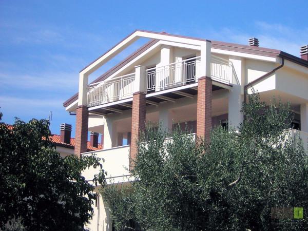 Appartamento in vendita a Monte Colombo, 3 locali, prezzo € 140.000 | Cambio Casa.it