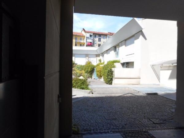 Bilocale Torino Via Giacinto Collegno 8