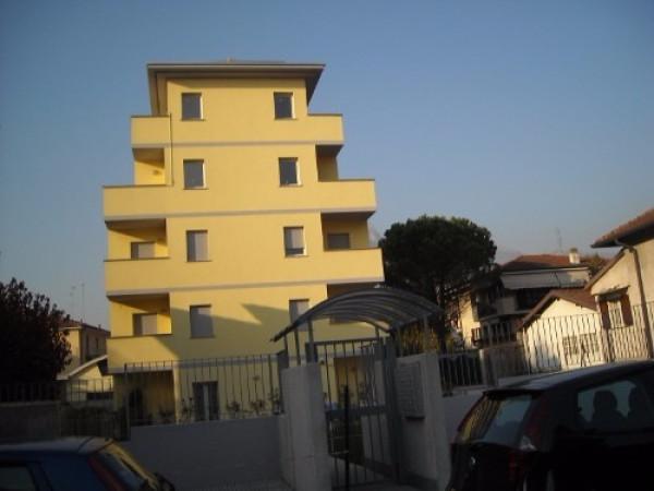 Bilocale Lecco Via Della Pergola 1