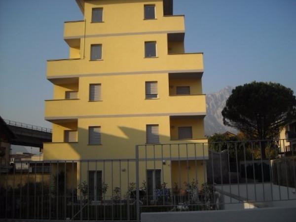 Bilocale Lecco Via Della Pergola 2