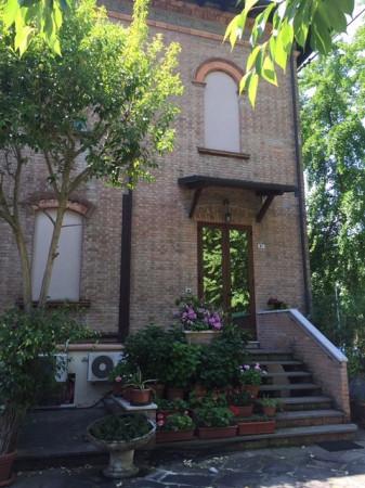Villa in vendita a Ferrara, 6 locali, prezzo € 540.000 | CambioCasa.it