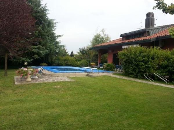 Villa in vendita a Rodano, 6 locali, Trattative riservate | Cambio Casa.it